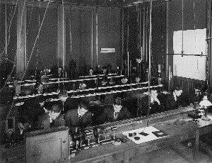 U of T Engineering Classroom - circa 1909